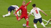 Denmark bukan tanpa perlawanan, di awal babak kedua Kasper Dolberg hampir saja menjebol gawang Inggris andai tendangan kerasnya dari luar kotak penalti berhasil ditepis Jordan Pickford. (Foto: AP/PoolJustin Tallis)