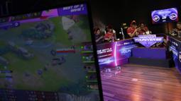 Suasana pertandingan antara tim Arena of Valor (AOV), GGWP, melawan SES pada laga The Battle of Youniverse di KLY Lounge, Jakarta, Jumat (7/12). GGWP berhasil mengalahkan SES. (Bola.com/Vitalis Yogi Trisna)
