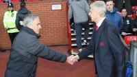 Manajer Manchester United, Jose Mourinho (kiri) dan manajer Arsenal, Arsene Wenger. (Mirror).