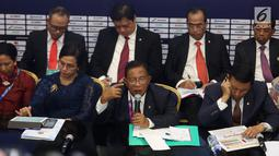Menko Perekonomian Darmin Nasution bersama sejumlah menteri memberi keterangan pers RAPBN 2019 di Media Center Asian Games, Jakarta, Kamis (16/8). Sumber Daya Manusia (SDM) merupakan perhatian utama pada 2019. (Liputan6.com/Fery Pradolo)