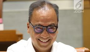 Menteri Sosial Agus Gumiwang tersenyum saat mengikuti rapat kerja dengan Komisi VIII DPR RI, Jakarta, Kamis (6/9). Rapat membahas Program Keluarga Harapan dan Rencana Kerja dan Anggaran Kementerian Lembaga 2019. (Liputan6.com/HO/Agus)