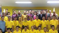Deputy Representative TETO Peter Lan (kanan ke-5), Drs. Mujiyono, MM (kanan ke-6) Kepala Pusdiklat Industri Kementerian Perindustrian Indonesia berfoto bersama dengan para tamu dan peserta pendidikan dan pelatihan teknik mesin (sumber: TETO)