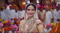 Setelah membuat banyak orang penasaran, akhirnya Sonam Kapoor mengumumkan pernikahan yang akan digelarnya (DNA India)