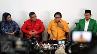 Ketua Umum DPP Hanura Oesman Sapta Odang (kedua kanan) bersama sejumlah petinggi partai-partai pendukung Ahok-Djarot menggelar konferensi pers usai mengadakan pertemuan di Jakarta, Selasa (7/3). (Liputan6.com/Johan Tallo)