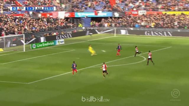 Berita video highlights Eredivisie 2017-2018 antara Feyenoord melawan Ajax dengan skor 1-4. This video presented by BallBall.