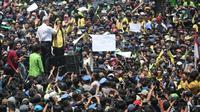 Video Gubernur Jawa Tengah, Ganjar Pranowo saat menemui ribuan mahasiswa saat demonstrasi di depan kantor DPRD Jateng pada Selasa (24/9) viral.