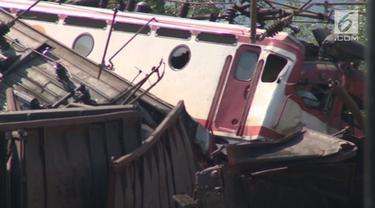 Dua kereta bertabrakan di Bosnia, Jablanica menewaskan 2 orang.