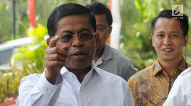 Mantan Mensos dan Sekjen Partai Golkar Idrus Marham tiba untuk menjalani pemeriksaan oleh penyidik KPK, Jakarta, Jumat (31/8). Idrus Marham diperiksa sebagai tersangka kasus menerima suap Rp 4,8 miliar proyek PLTU Riau-1. (Merdeka.com/Dwi Narwoko)