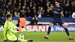 Pemain Paris Saint-Germain, Edinson Cavani berada para urutan kedua pencetak gol sementara Liga Champions 2016-2017 dengan empat gol hingga pekan ke-3. (AFP/Miguel Medina)