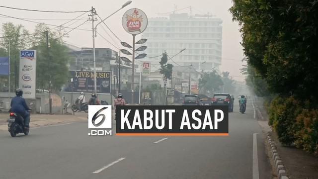 Kabut asap kembali menyelimuti Kota Pontianak, setelah 2 hari menghilang akibat hujan. Udara kembali pekat , jarak pandang semakin pendek, dan mengganggu aktivitas warga