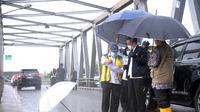 Presiden Joko Widodo pada Senin (18/1/2022) meninjau lokasi terdampak bencana banjir di Kabupaten Banjar, Kalimantan Selatan (Kalsel). (Dok Kementerian PUPR)