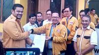 Partai Hanura versi Bambu Apus, secara resmi memberhentikan Aceng Fikri, sebagai Ketua DPD Hanura Jawa Barat. (Liputan6.com/Jayadi Supriadin)