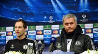 Petr Cech dan Jose Mourinho (AFP/Ozan Kose)