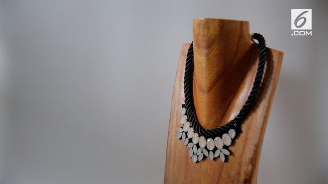 Anggana Diwyacitta meninggalkan pekerjaannya sebagai arsitek demi merintis bisnis kalung unik yang digemari masyarakat.
