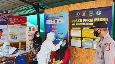 Pemudik Jalani Tes Swab PCR Di Posko PPKM Kota Cilegon, Banten. (Selasa, 01/06/2021). (Dokumentasi Polsek Ciwandan).
