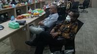 Kepala Desa Pulau Pagerrungan Besar, Yulandi Abd Rochim dalam sebuah rapat di SKK Migas