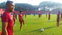 Skuat Persiba Balikpapan saat latihan jelang melawan Persik, Kamis (19/9/2019), di Stadion Brawijaya. Kediri. (Bola.com/Gatot Susetyo)