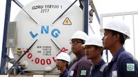 Petugas mengecek alat LNG di salah satu pusat perbelanjaan di Balikpapan, Kalimantan Timur, (27/10/2015). Untuk mempertahankan komitmennya, PT. Pertamina Gas (Pertagas) menyalurkan LNG untuk kebutuhan mal besar. (Liputan6.com/Immanuel Antonius)