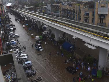 Banjir Bandang Tewaskan Puluhan Orang di Pakistan