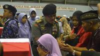Panglima TNI Jenderal TNI Gatot Nurmantyo ucapkan belasungkawa pada keluarga korban jatuhnya Hercules.(Liputan6.com/Zainul Arifin)