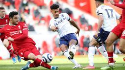 Pada menit ke-43, Aston Villa berhasil unggul lebih dulu. Umpan dari John McGinn mampu dikonversikan Ollie Watkins menjadi gol dengan tendangan kaki kiri. (Foto: AFP/Pool/Martin Rickett)