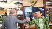 Ketua MPR RI Bambang Soesatyo usai menerima Duta Besar Maroko untuk Indonesia, H.E. Mr. Ouadia Benabdellah, di Ruang Kerja Ketua MPR RI, Jakarta, Rabu (18/11/20).