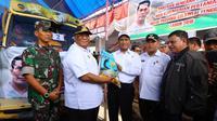 Menteri Pertanian Amran Sulaiman Menyerahkan Langsung Bantuan sebesar 4,2 M Untuk Korban Banjir Bandang Di Konawe Utara.