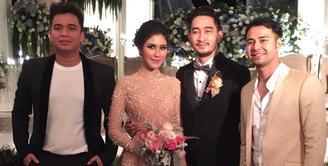 Mantan dari Syahnaz, Billy Syahputra terlihat hadir di acara bahagia itu. Billy tampak legowo saat Syahnaz menikah dengan Jeje. (Foto: instagram.com/bilsky16)