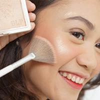 Highlighter, blush on, bronzer, menjadi produk yang diandalkan untuk sempurnakan riasan wajah. Lalu bagaimana performa produk terbaru dari BLP Beauty yang satu ini? (Foto: Instagram/ BLP Beauty)