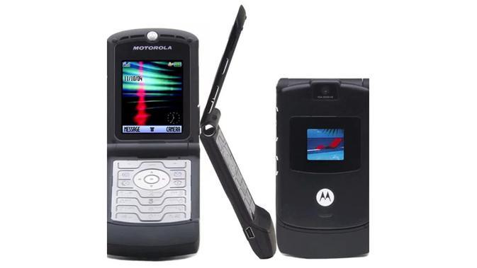 Motorola Razr V3 merupakan smartphone yang digemari di dunia dengan penjualan mencapai lebih dari 130 juta unit (Sumber: Telegraph)