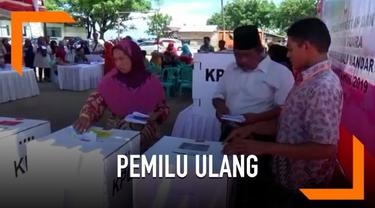 Bawaslu Kabupaten Polewali Mandar merekomendasikan Pemilu ulang di 2 TPS. Pemilu ulang digelar karena adanya pelanggaran di tingkat KPPS. Pawas setempat memergoki ketua KPPS mencoblos 2 kali di 2 TPS yang berbeda