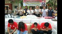 Pengedar obat berbahaya dan miras palsu diamankan polisi. Foto: (Dian Kurniawan/Liputan6.com)