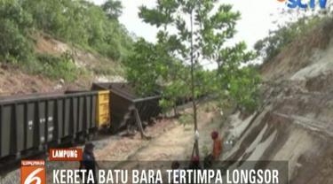 Gerbong kereta tertimpa longsoran di Desa Gunung Sangkaran, tepatnya di kilometer 168.