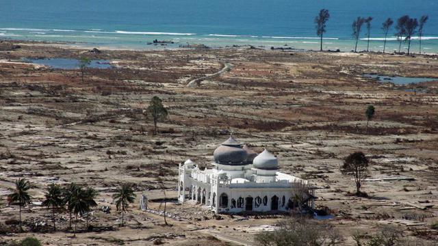 Kisah Masjid Rahmatullah, Tetap Kokoh Dihantam Tsunami Aceh - News  Liputan6.com
