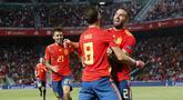 Para pemain Spanyol merayakan gol yang dicetak oleh Saul Niguez ke gawang Kroasia pada laga UEFA Nations League di Stadion Manuel Martinez Valero, Selasa (11/9/2018). Spanyol menang 6-0 atas Kroasia. (AP/Alberto Saiz)
