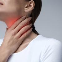 Radang Tenggorokan atau Radang Amandel, Apa Bedanya? (Puhhha/Shutterstock)
