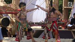 Wayang orang menghibur para delegasi pada pertunjukkan budaya nusantara di arena Pertemuan Tahunan IMF - World Bank 2018 di Nusa Dua Bali, Jumat (12/10). BeKraf dan LPS menyajikan beragam seni dan budaya Nusantara. (Liputan6.com/Angga Yuniar)