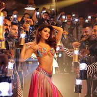 Di samping kariernya yang sukses, Jacqueline Fernandez dipercaya menjadi juri di program reality show dance Jhalak Dikhhla Jaa pada 2016 - 2017. (Foto: instagram.com/jacquelinef143)