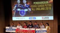 Mohammad Ahsan/Hendra Setiawan masing-masing mendapatkan bonus Rp425 juta dari PB Djarum dan PB Jaya Raya. (Bola.com/Zulfirdaus Harahap)