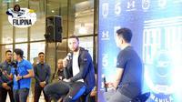Bintang Golden State Warriors, Stephen Curry, saat menghadiri sesi konferensi pers Tur Asia Stephen Curry 2018, di Kerry Sports Gym, Shangri-La Fort, Manila, Jumat (7/9/2018). (Bola.com/Yus Mei Sawitri)