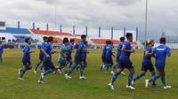 Skuat Persib Bandung melakukan latihan mempersiapkan diri jelang Liga 1 2020. (Bola.com/Erwin Snaz)