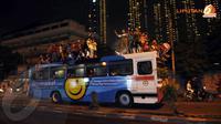 Meski pemerintah sudah melarang adanya arak-arakan di malam takbiran namun sebagian anak muda tampak tidak memedulikan larangan tersebut. (Liputan6.com/Helmi Fithriansyah)