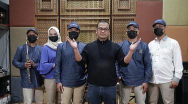 dr, Khoirul Hadi, SpKK bersama Assahlan Band (ist)