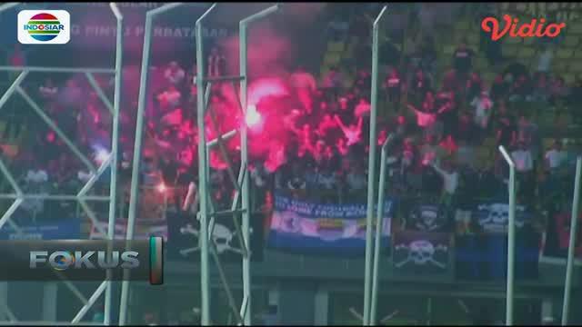 Pertandingan antara Persib Bandung melawan Bhayangkara FC diwarnai kericuhan.
