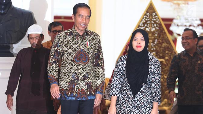 Presiden Joko Widodo menerima kedatangan Siti Aisyah di Istana Merdeka, Jakarta, Selasa (12/3). Siti dibebaskan dari dakwaan hukum kasus pembunuhan Kim Jong Nam di Pengadilan Tinggi Shah Alam, Kuala Lumpur, Malaysia. (Liputan6.com/Angga Yuniar)#source%3Dgooglier%2Ecom#https%3A%2F%2Fgooglier%2Ecom%2Fpage%2F%2F10000