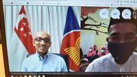 Duta Besar Singapura untuk Indonesia, Anil Kumar Nayar memberi ucapan kepada anak-anak dan staf YBKNA melalui Skype, dalam acara Bukber Virtual. (Kedutaan Singapura)