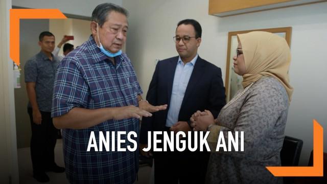 Gubernur Jakarta, Anies Baswedan, menjenguk Ani Yudhoyono di Singapura. Kedatangan Anies disambut SBY yang meminta doa untuk kesembuhan istrinya.
