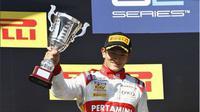 Inilah doa paling menyentuh dari netizen untuk Rio Haryanto yang akan memulai debut F1.