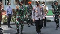 Kapolri Jenderal Pol Listyo Sigit Prabowo dan Panglima TNI Marsekal Hadi Tjahjanto saat bertandang ke Kabupaten Kudus. (dok Polri)