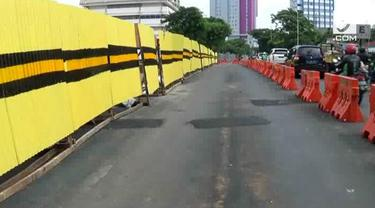 Jalan raya Gubeng yang sempat ambles telah diperbaiki Pemkot Surabaya. Namun kini muncul keretakan jalanan yang menyebabkan kerawanan bagi pengendara.